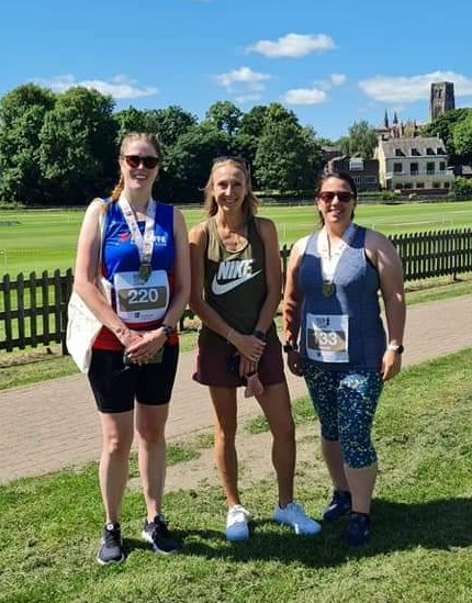 Jayne and Marie RUDD meet Paula RADCLIFFE at the Run Like A Legend event