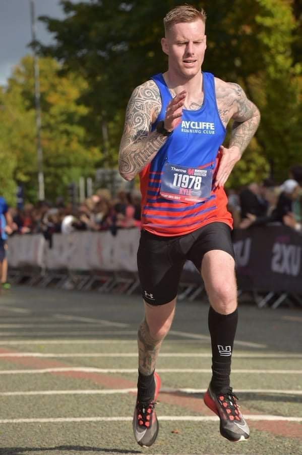 Gareth KYLE puts in a strong finish at the Manchester Marathon